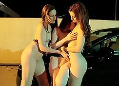 Amateur sluts Keely Muse do lesbian service and get juicy pussy